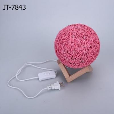 โคมไฟพร้อมขาตั้งไม้ สีชมพู