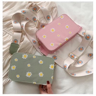 กระเป๋าดอกเดซี่  ทรงสี่เหลี่ยมผืนผ้า มี  4 สี