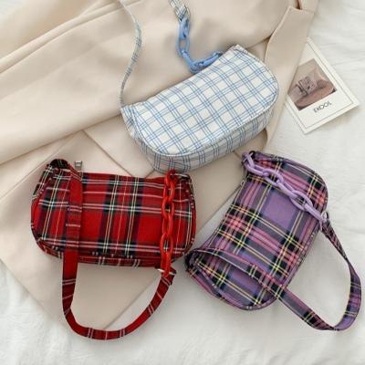 กระเป๋าสะพายสายโซ่ ลายสก็อต มี 3 สี